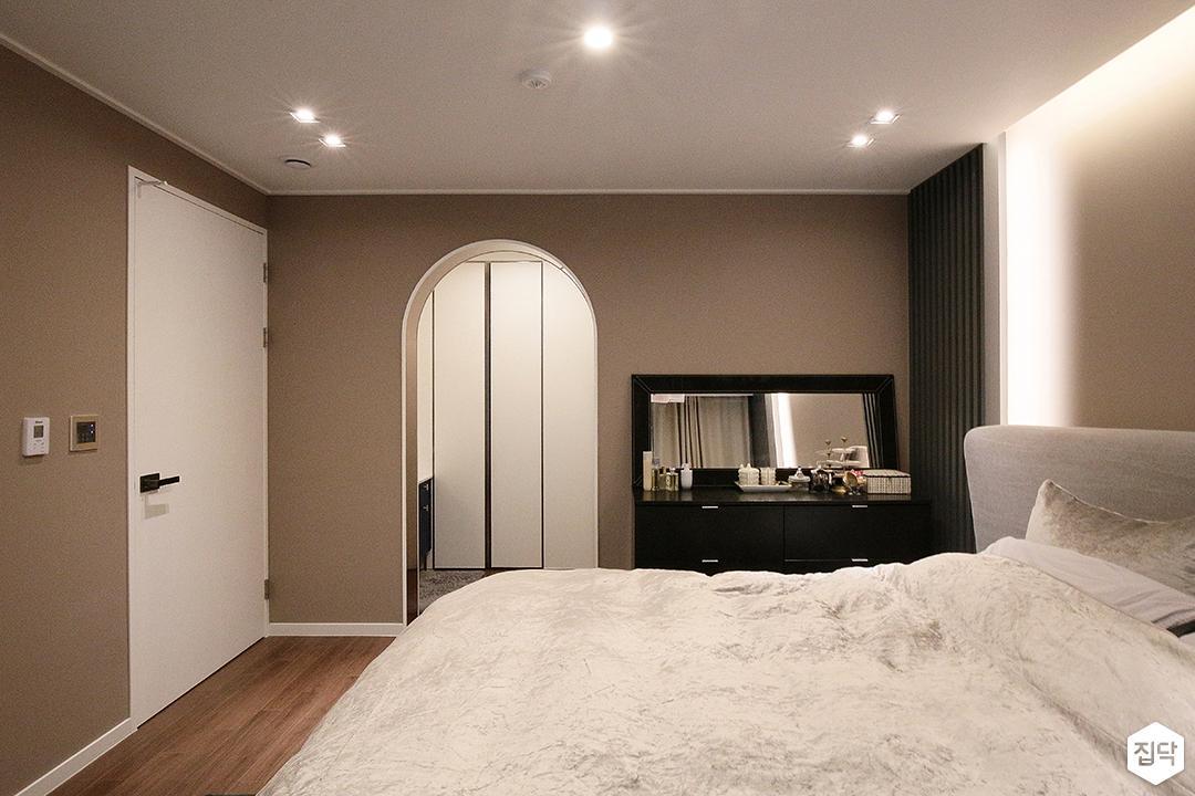 방,그레이,간접조명,모던,클래식,다운라이트조명,침대,조명