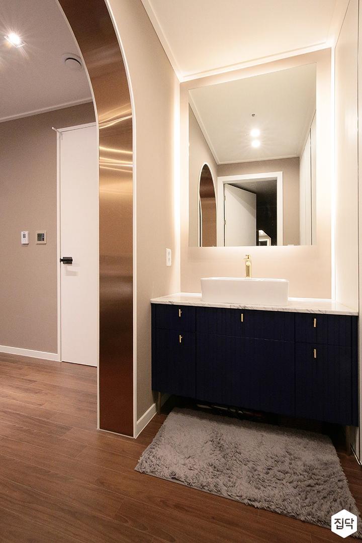 방,그레이,간접조명,모던,클래식,파우더룸,세면대,거울