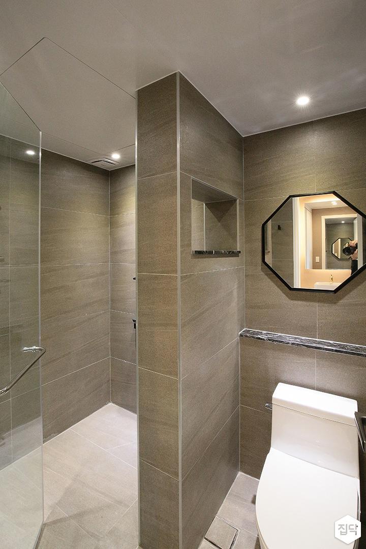욕실,그레이,모던,가벽,거울,옥타곤패턴,젠다이,샤워부스
