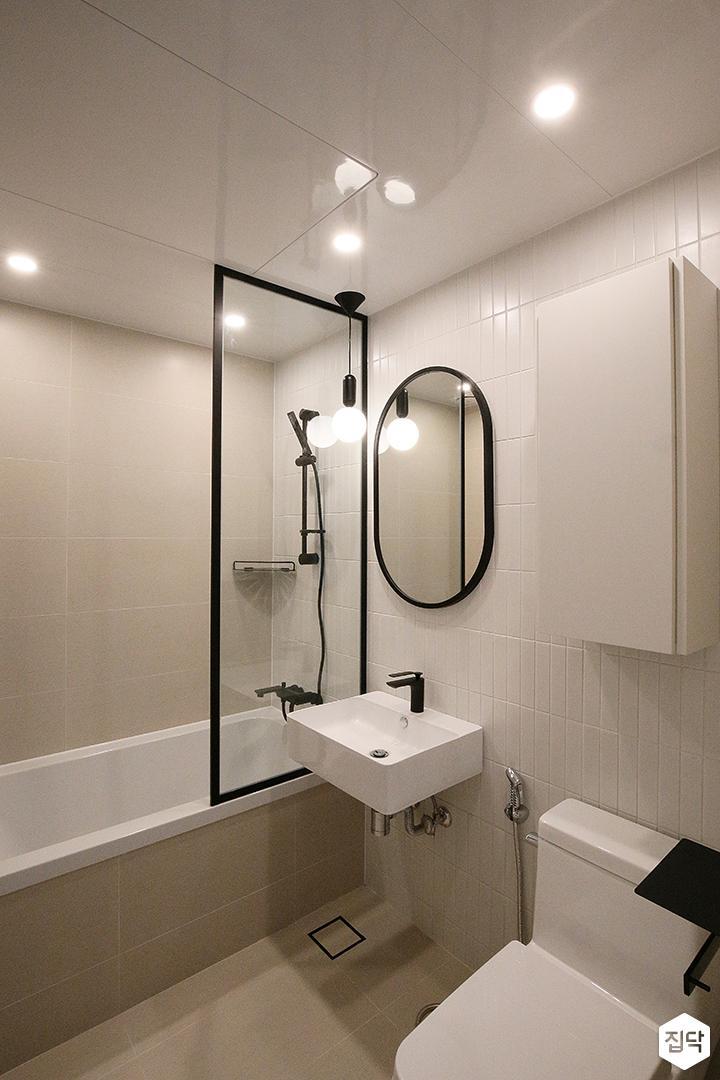 욕실,화이트,모던,심플,유리파티션,다운라이트조명,수납장,세면대,욕조