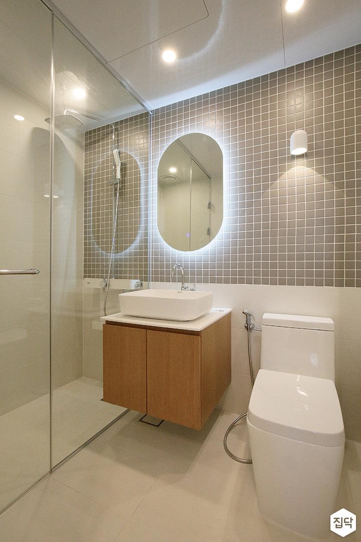 욕실,그레이,모던,간접조명,거울조명,다운라이트조명,세면대,샤워부스,유리파티션