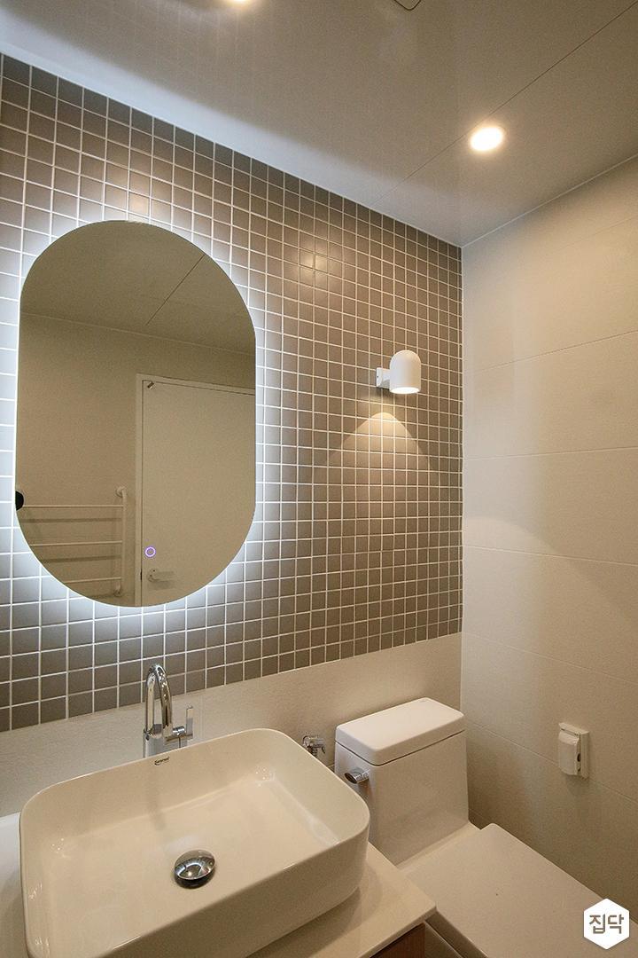 욕실,그레이,모던,다운라이트조명,해바라기샤워기,거울조명,세면대,브라켓조명