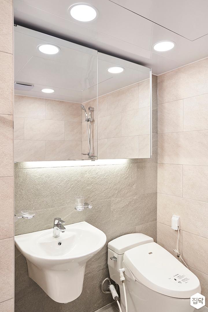 베이지,심플,모던,슬라이딩거울,간접조명,세면대,화장실
