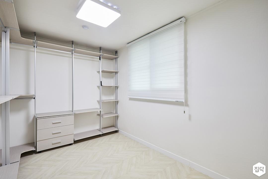 드레스룸,심플,화이트,수납장,맞춤가구,블라인드,led조명
