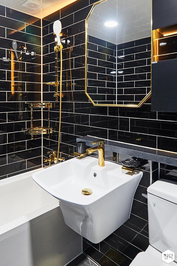욕실,럭셔리,블랙,골드,젠다이,간접조명,욕조