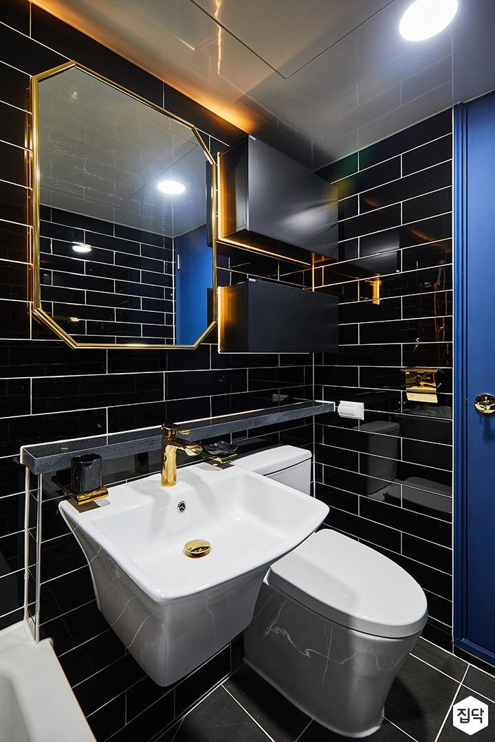 욕실,럭셔리,블랙,골드,간접조명,수납장,젠다이,세면대