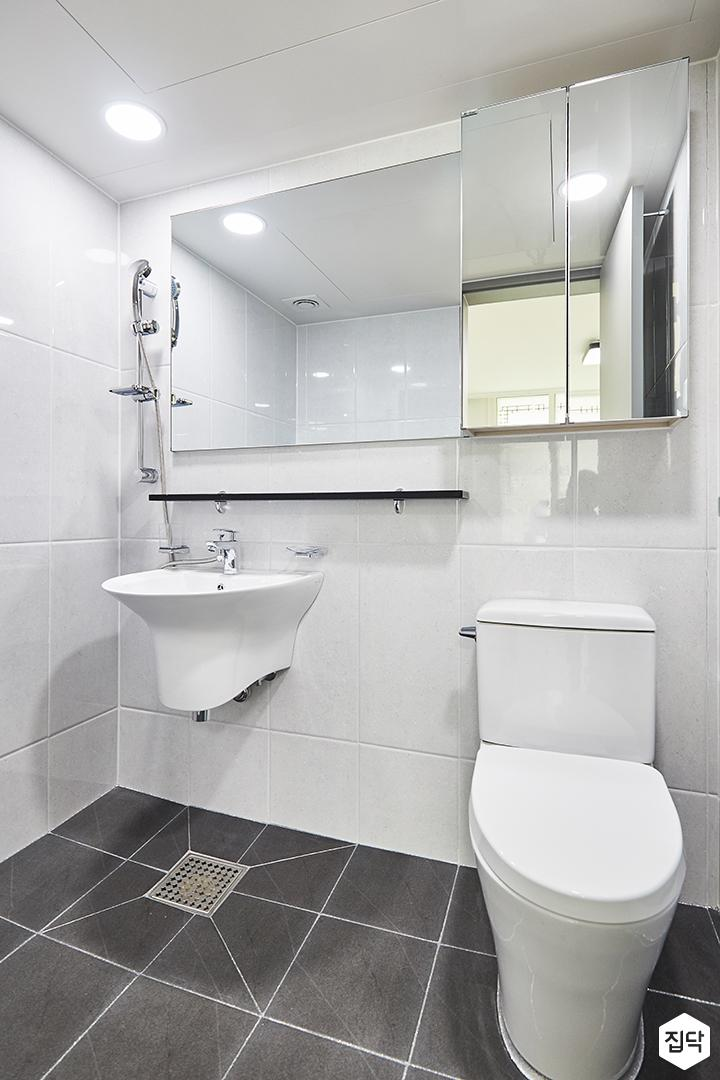 욕실,모던,심플,화이트,블랙,슬라이딩거울장,무지주선반,양변기,세면대