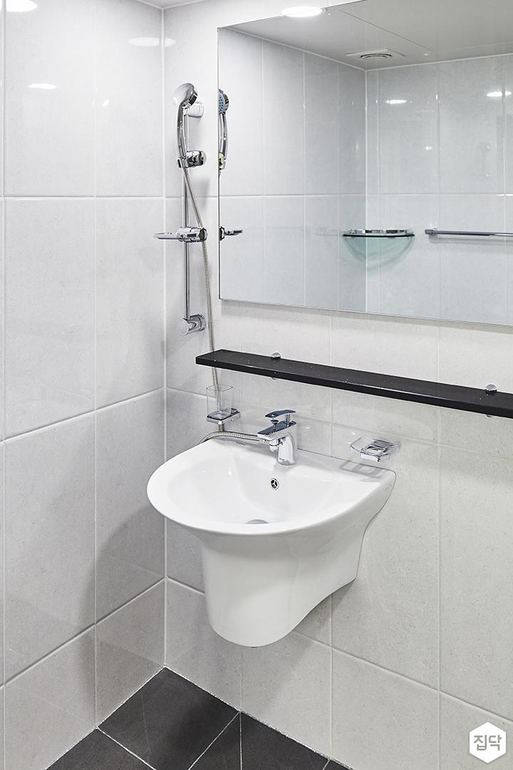 욕실,모던,심플,화이트,블랙,슬라이딩거울장,무지주선반,세면대