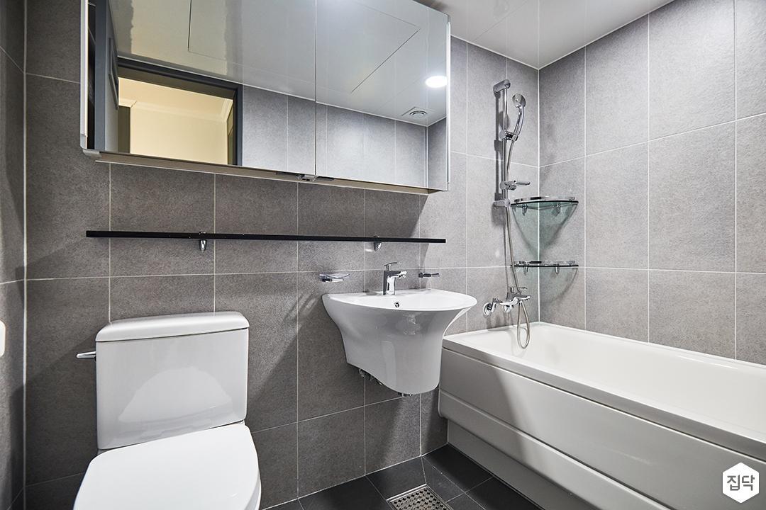 욕실,모던,심플,화이트,그레이,슬라이딩거울장,무지주선반,양변기,세면대,욕조