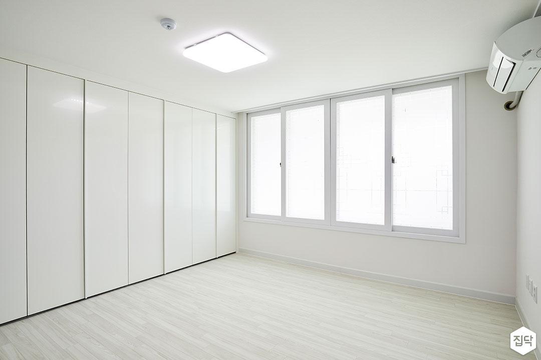 방,화이트,심플,붙박이장,LED조명