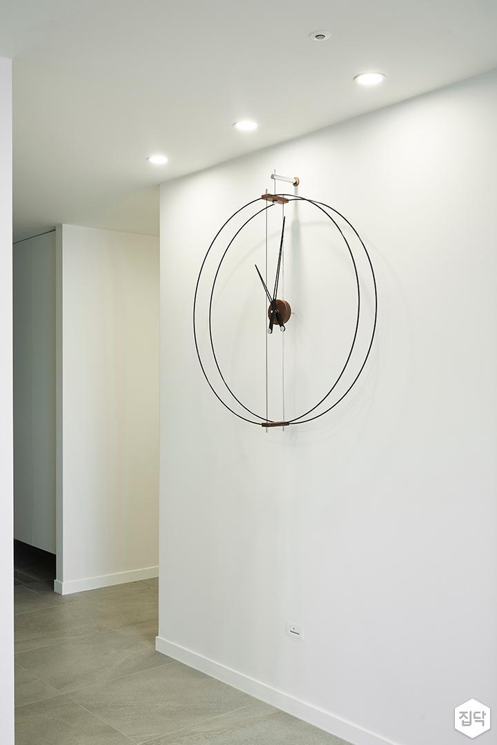 모던,화이트,벽걸이시계,간접조명