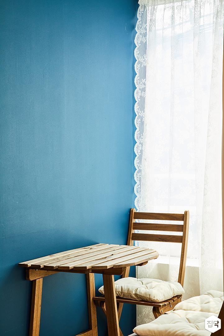 심플,블루,화이트,테이블,우드,커튼