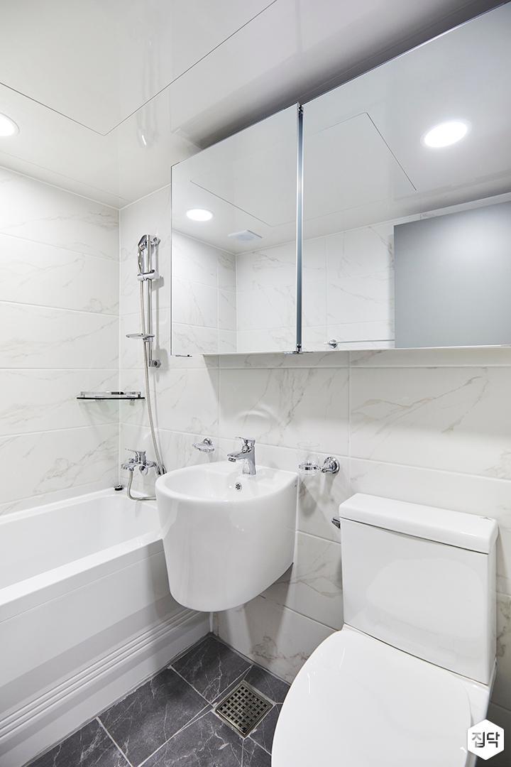 욕실,심플,비앙코카라라패턴,화이트,슬라이딩거울장,세면대,욕조