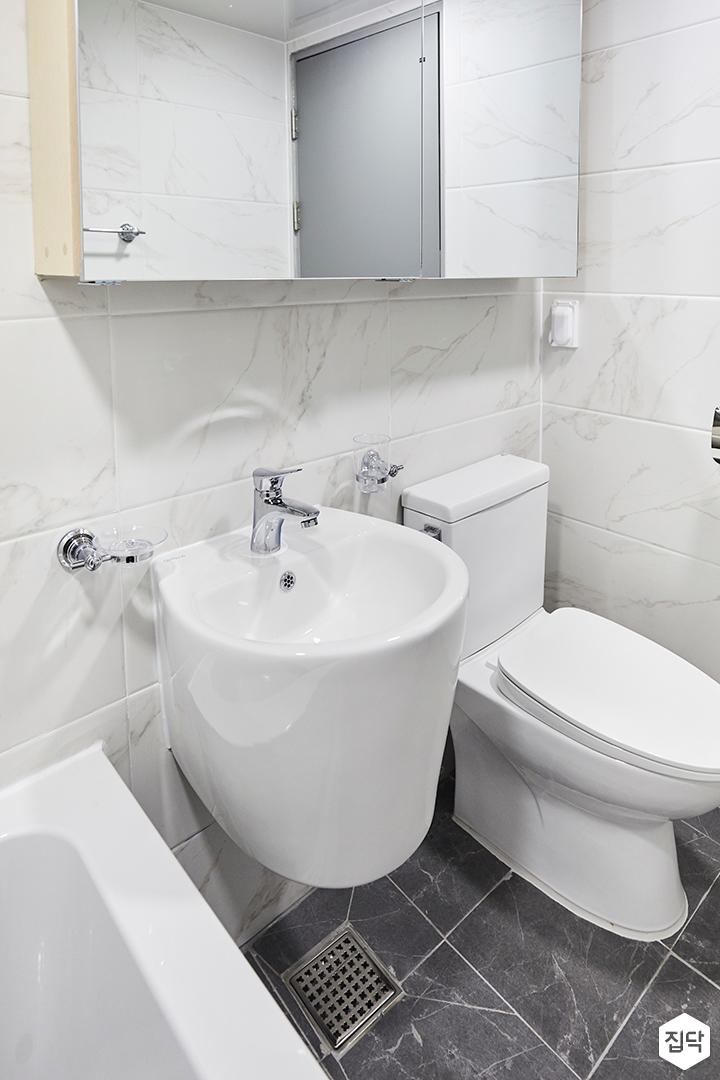 욕실,심플,비앙코카라라패턴,화이트,슬라이딩거울장,세면대