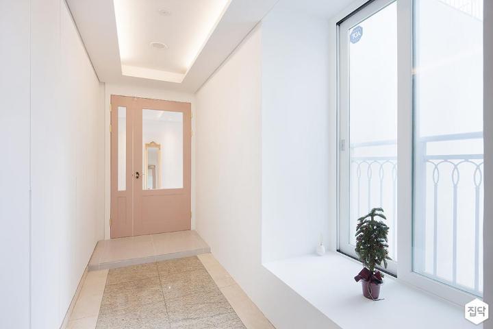 현관,화이트,모던,비대칭여닫이중문,간접조명,핑크