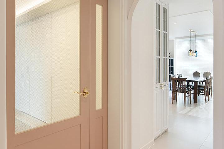 현관,중문,핑크,비대칭여닫이중문,아치형,포세린타일