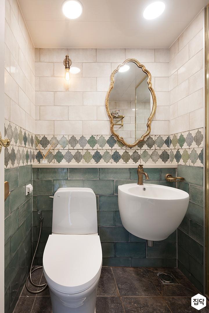 욕실,럭셔리,세면대,북유럽패턴,골드,양변기,브라켓조명