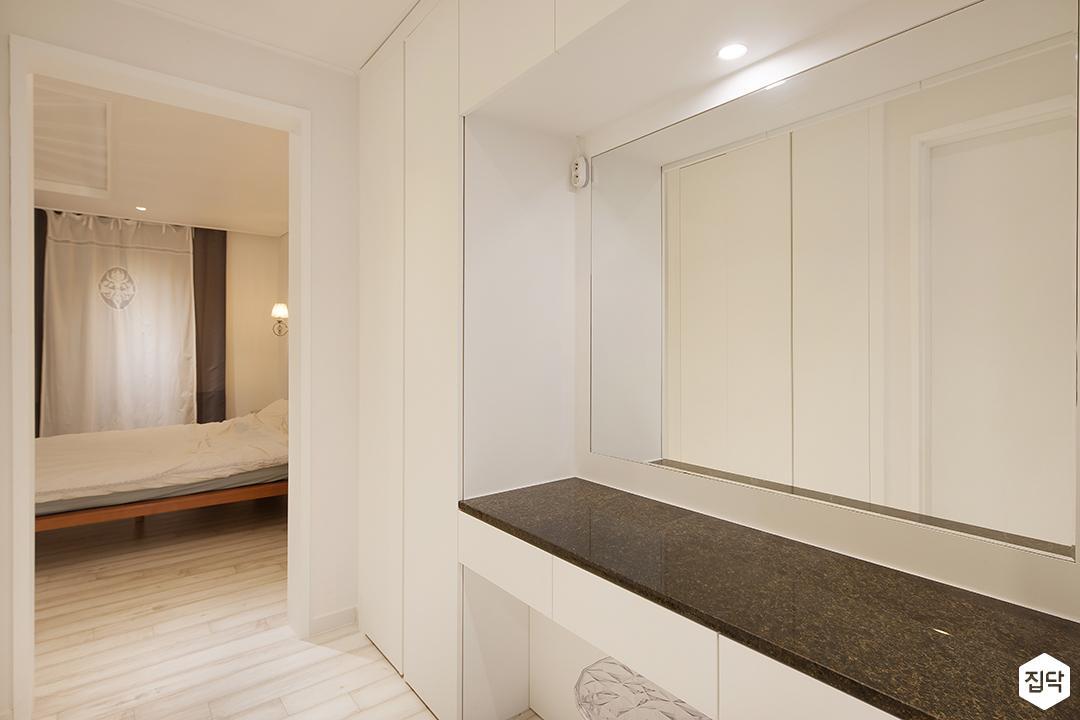 파우더룸,화이트,다운라이트조명,거울,모던