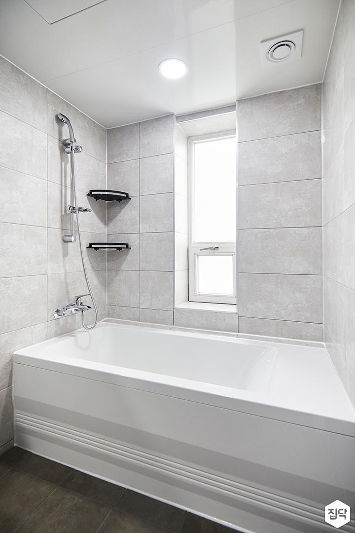 욕실,심플,그레이,욕조,코너선반,다운라이트조명