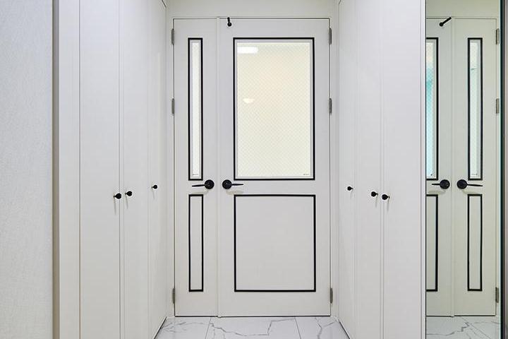 현관,심플,블랙,화이트,헥사곤패턴,신발장,여닫이중문