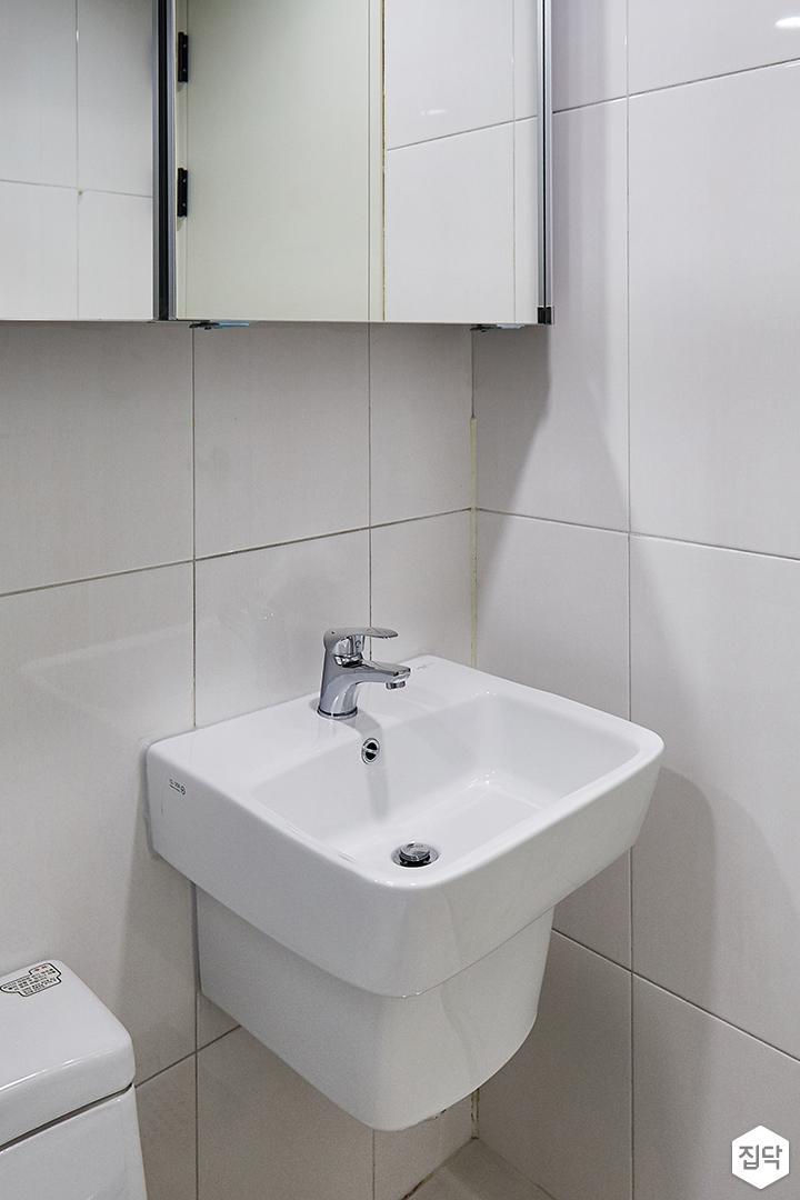 욕실,심플,화이트,슬라이딩거울장,세면대