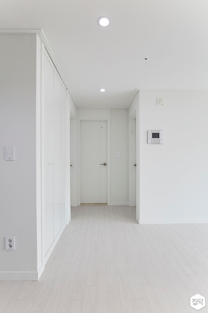 심플,화이트,문,다운라이트조명