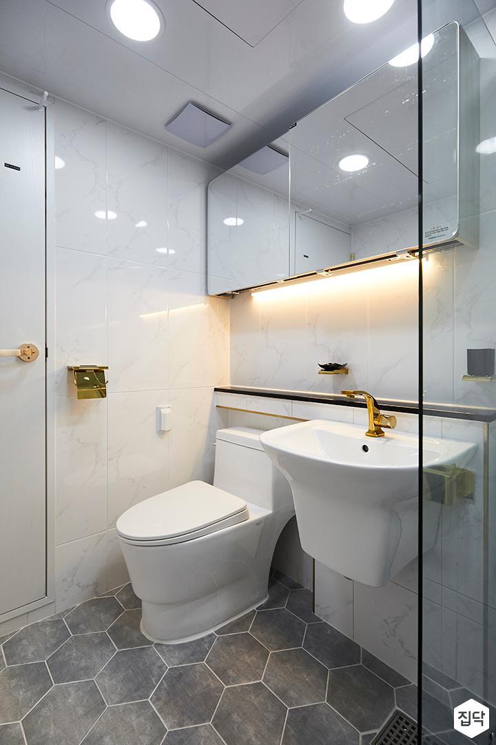 욕실,심플,골드,비앙코카라라패턴,슬라이딩거울장,간접조명,젠다이,세면대,헥사곤패턴