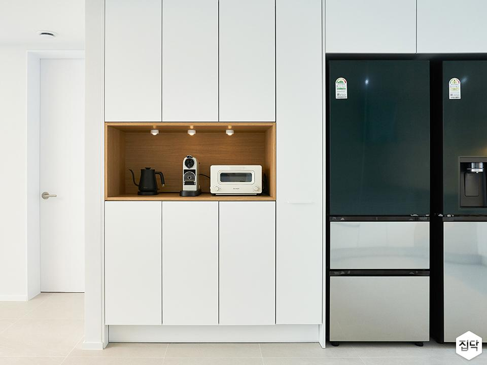 화이트,미니멀,주방,냉장고장,붙박이장