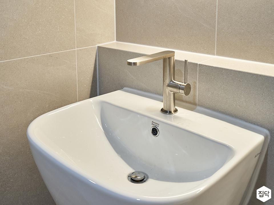 미니멀,욕실,포세린,간접조명,수전,세면대,샤워기