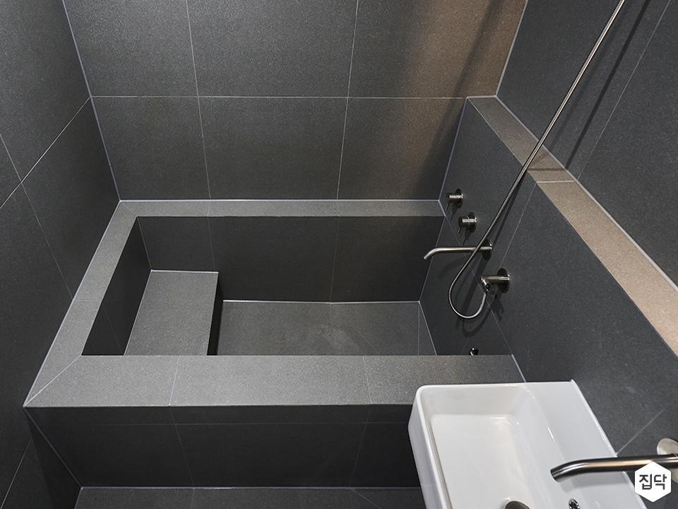 그레이,미니멀,욕실,화장실,포세린,간접조명,욕조,세면대