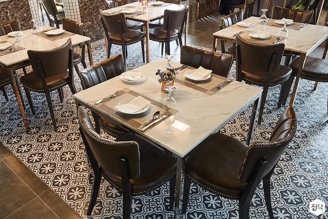 테이블,대리석,패턴타일,엔틱,클래식,화이트,의자