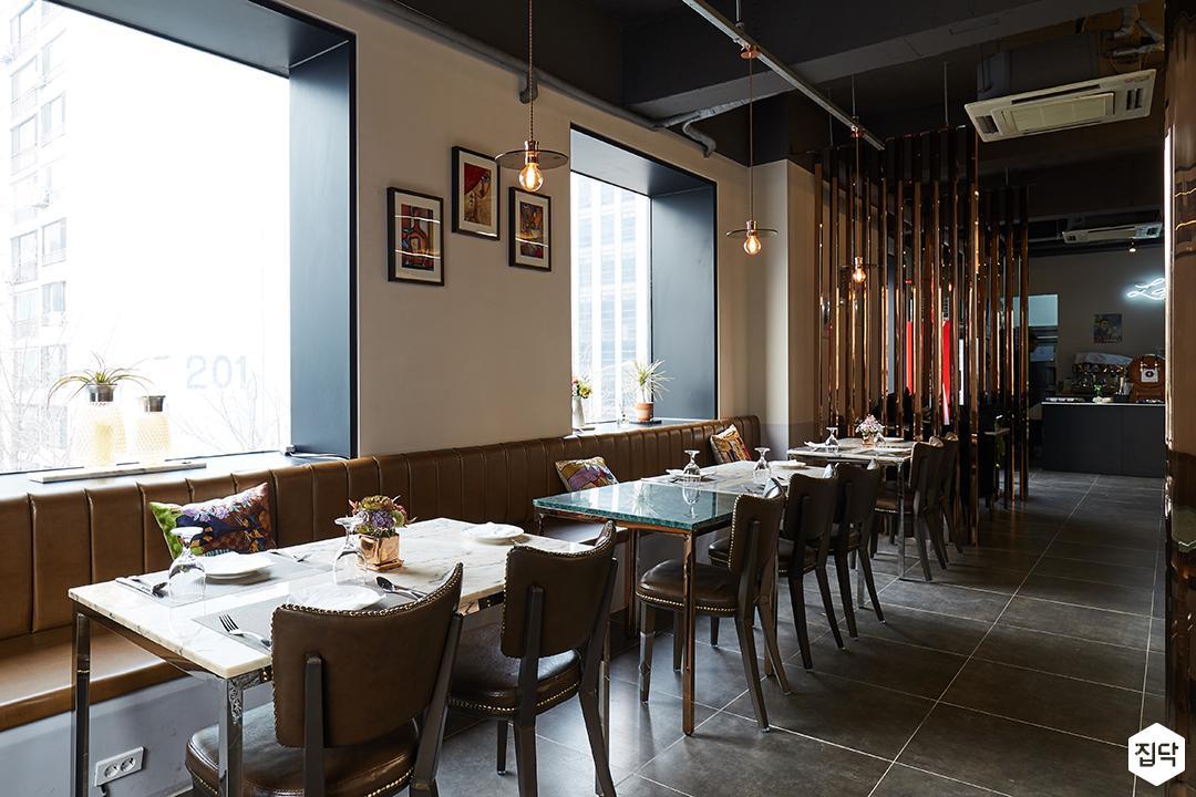 테이블,대리석,식당,카페,붙박이의자,통유리,엔틱,클래식,그레이