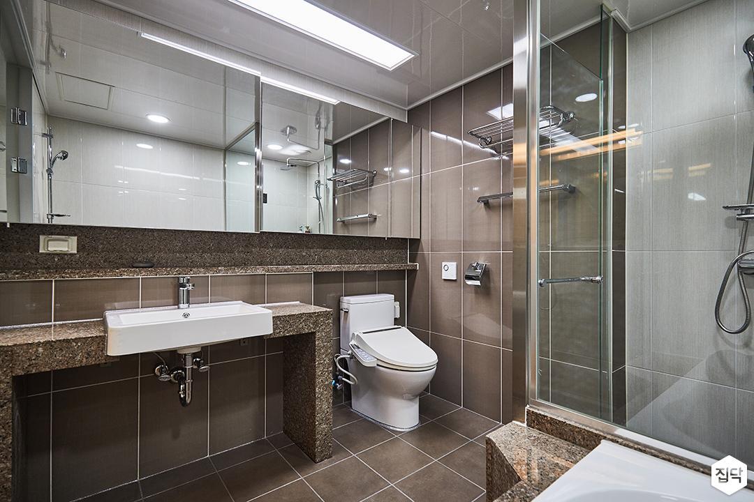 브라운,심플,모던,실링라이트조명,세면대,슬라이딩거울,욕실