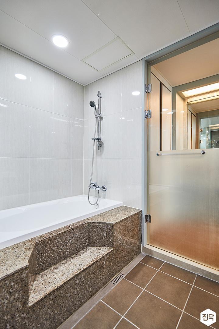 화이트,심플,다운라이트조명,욕조,샤워룸