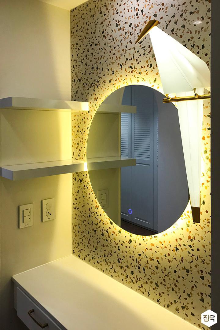 엘로우,심플,모던,거울,수납선반,브라켓조명,수납장,화장대,파우더룸