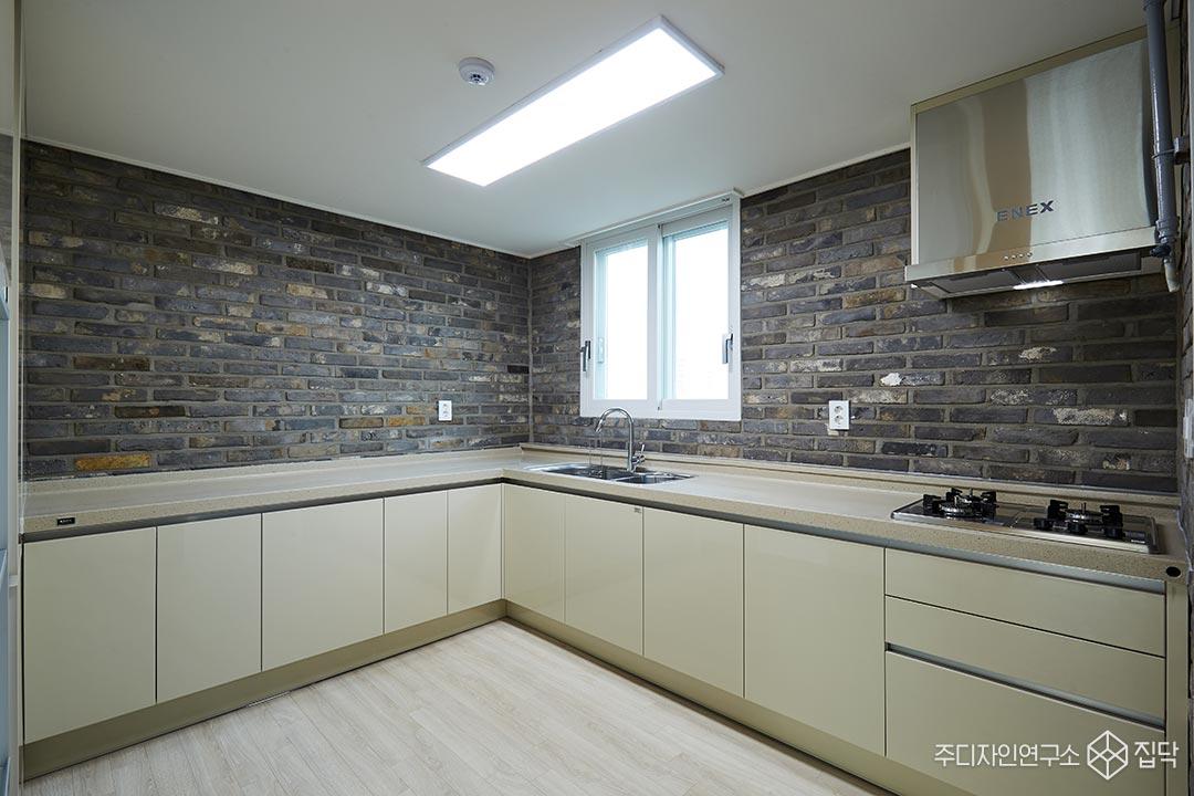 주방,고벽돌,싱크대,LED조명