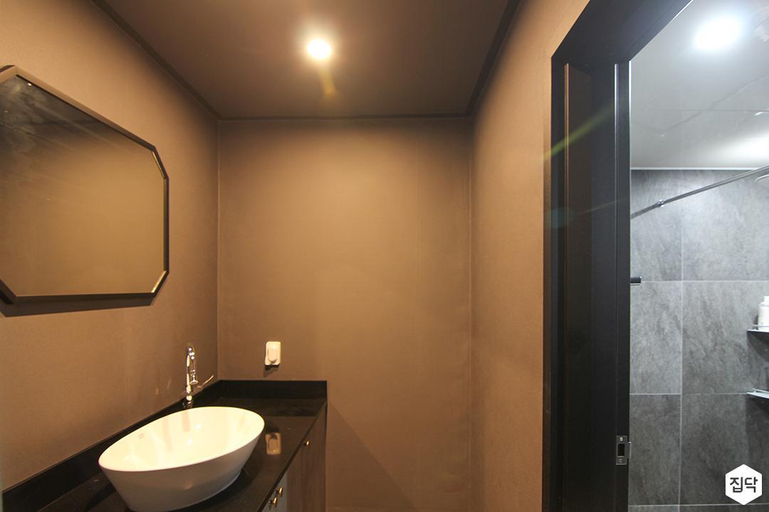 브라운,모던,거울,다운라이트조명,세면대,파우더룸