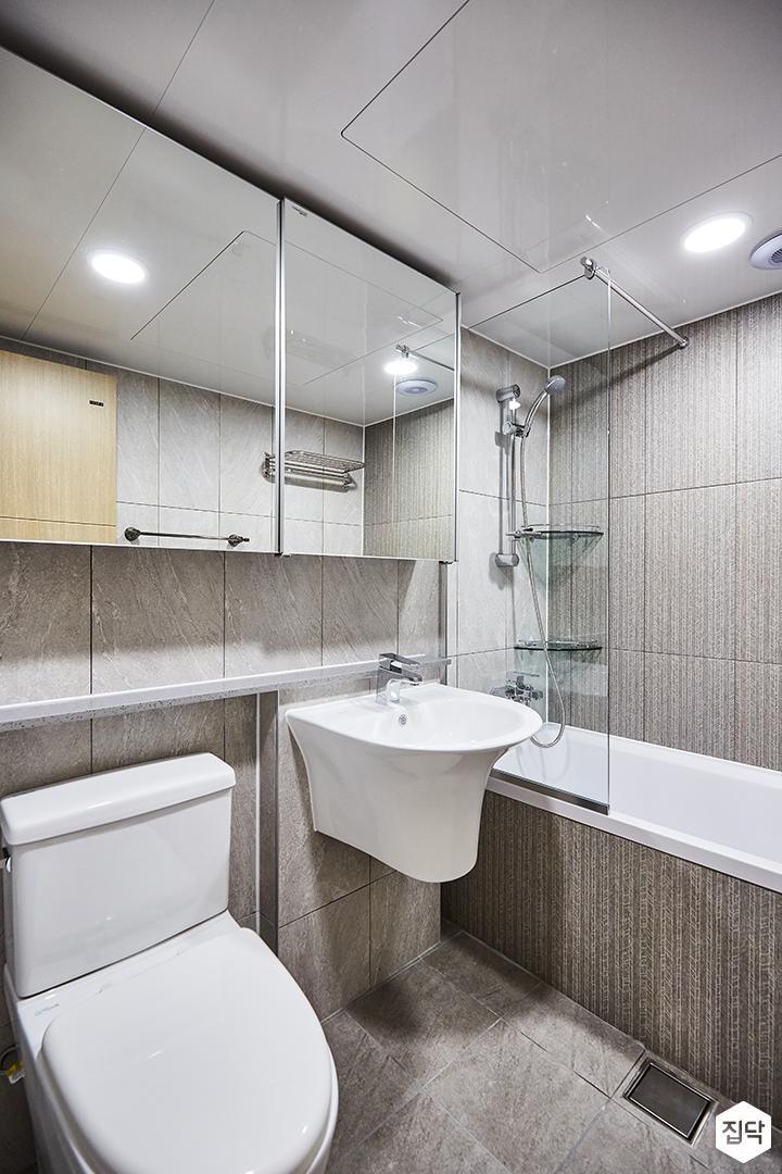 욕실,그레이,슬라이딩유리수납장,욕조,유리파티션,코너선반