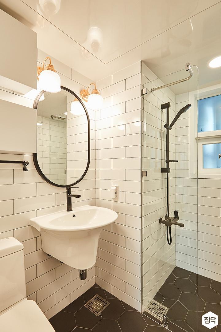 욕실,화이트,블랙,모던,심플,브라켓조명,헥사곤패턴