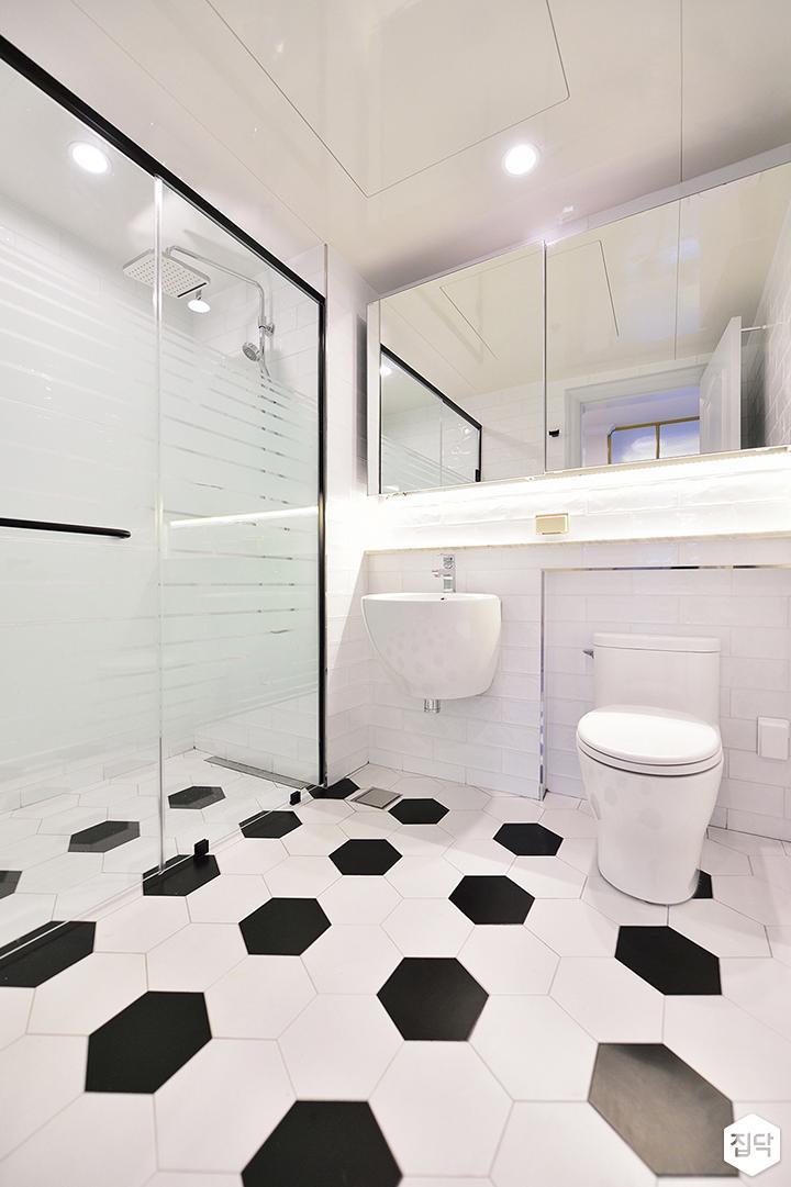 화이트,모던,심플,유리파티션,다운라이트조명,수납거울,젠다이,세면대,헥사곤타일,욕실