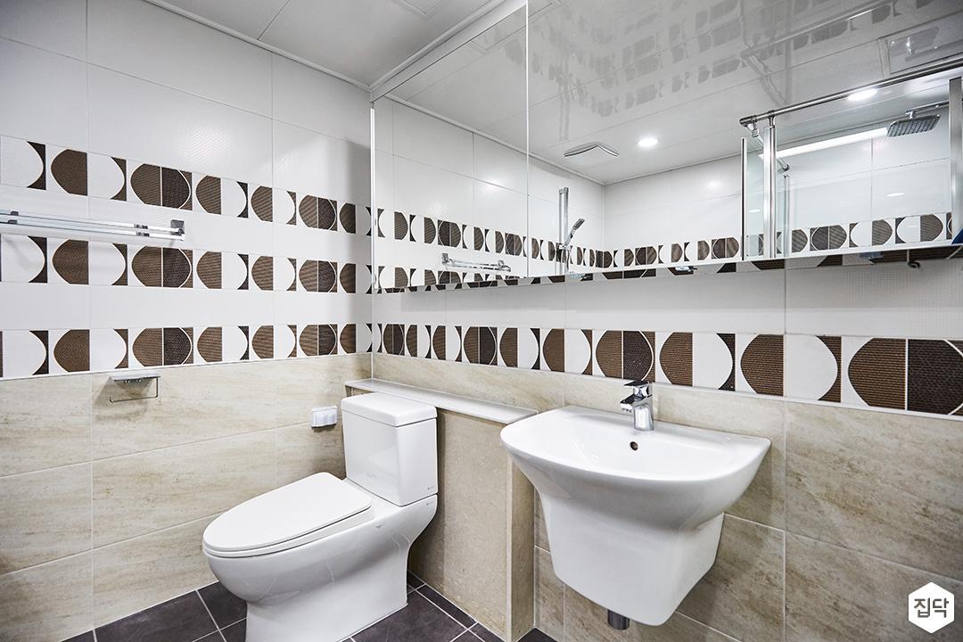 화이트,베이지,모던,심플,패턴타일,세면대,슬라이딩거울,화장실