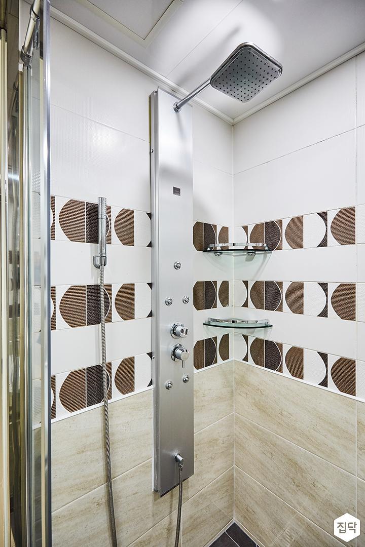 화이트,베이지,패턴타일,샤워기,코너선반,욕실
