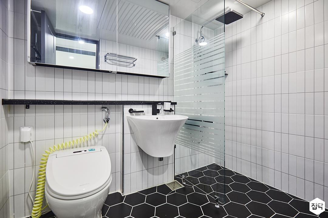 화이트,모던,심플,패턴타일,슬라이딩거울,세면대,욕실