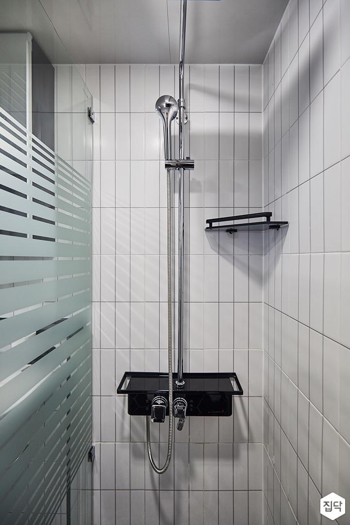 화이트,모던,심플,샤워기,유리파티션,코너선반,욕실