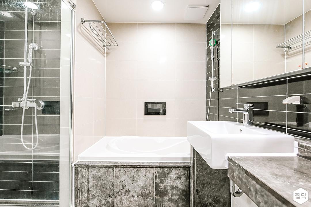 화이트,그레이,심플,모던,다운라이트조명,세면대,수납장,슬라이딩거울,욕조,샤워룸,욕실