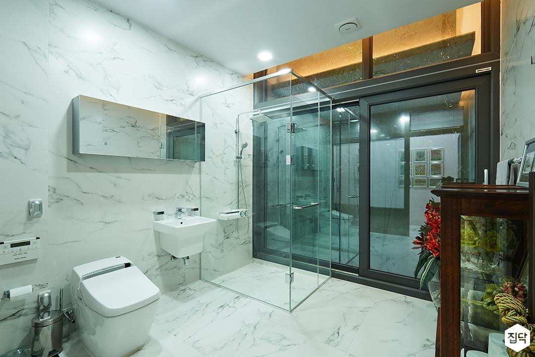 욕실,대리석,타일,모던,샤워부스,세면대,양변기,거울