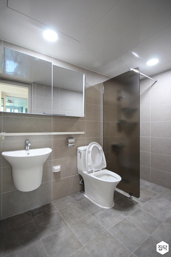 그레이,심플,모던,다운라이트조명,유리파티션,슬라이딩거울,세면대,수납선반,포세린타일,욕실