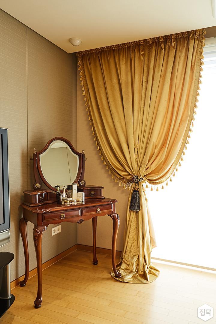 안방,침실,그레이,강마루,커튼,럭셔리,클래식,엔틱,화장대