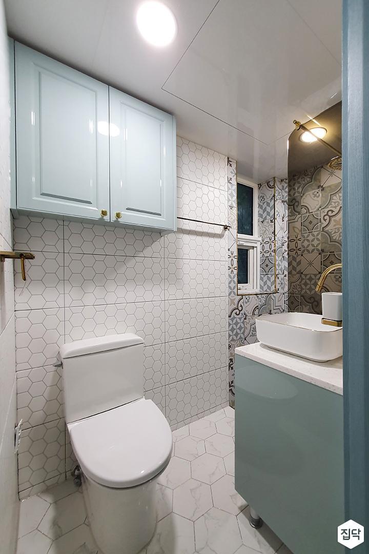 화이트,모던,클래식,다운라이트조명,아트타일,패턴타일,헥사곤타일,세면대,욕실