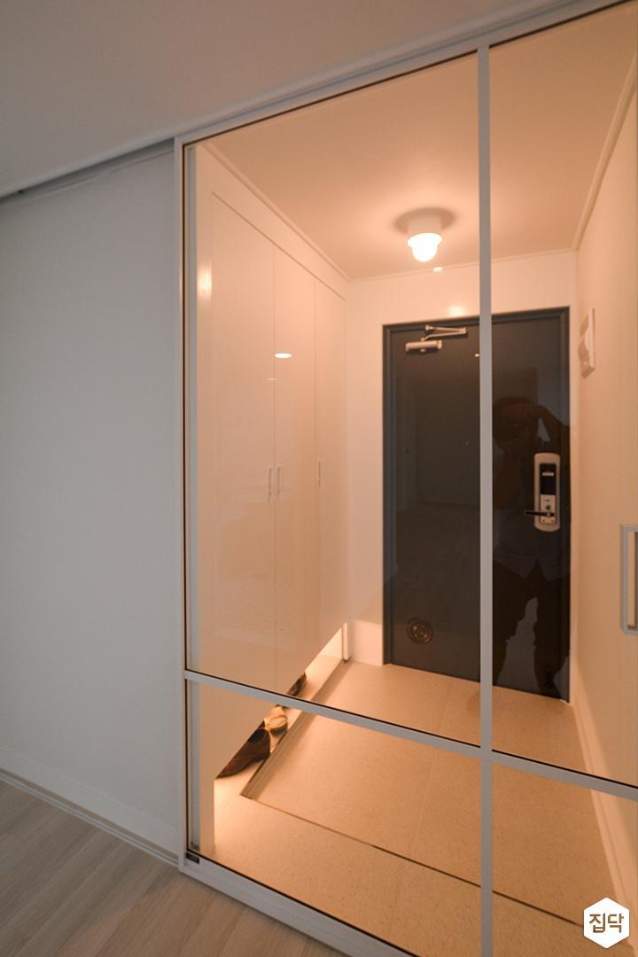 화이트,모던,심플,현관,현관조명,현관문,중문